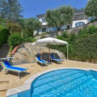 La Casina villa on the hill, beautiful sea view, extreme privacy, all inclusive, hotel a Mommio