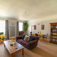 Beautiful, Homely One Bedroom Apartment right in the heart of the city!