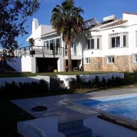 Torreguadiaro Villa - 2 mins walk from the bars and restaurants, hotel in San Roque