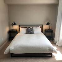 Chic Town House at Lake Ontario, hotel em Grimsby