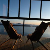 Modern apartment with spectacular view, hotel in Svolvær