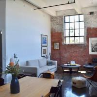 Stylish Warehouse Conversion In The Heart of Fitzroy, hotel in Fitzroy, Melbourne
