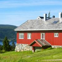 Four-Bedroom Holiday home in Follafoss, hotel in Vølset