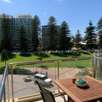 Luxury Beachside Accomodation, hotel in Glenelg