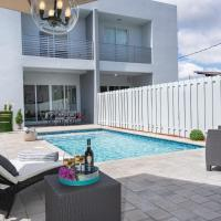 Peaceful Paradise Houses with Pool by Miracle Mile