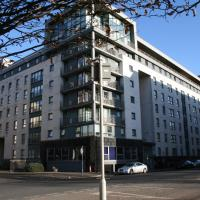 """KQ GLASGOW"" a CLYDE VIEW SELF CATERING APARTMENT"