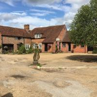 Bulmer Farm, hotel in Holmbury Saint Mary
