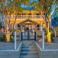 McKenize Guest House: Travis Suite 1 BD, 1BA, hotel in Marble Falls