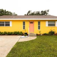Manatee River Cottage in Historical OldTown, sleeps up to 7 people