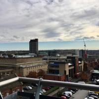Igloo ViewPoint City Centre Retreat with Free Parking