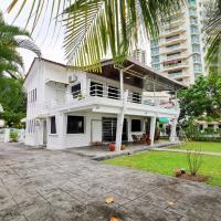 Little Heaven by Sky Hive, A Beach Front Bungalow, hotel di Tanjung Bungah