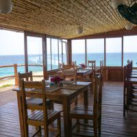C-Mew Guest House, hotel in Praia do Tofo