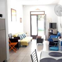 House with 2 bedrooms in l'Étang-Salé les Bains, with enclosed garden and WiFi - 30 m from the beach, hôtel à Étang-Salé les Bains
