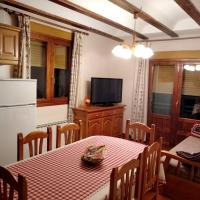 Apartment with 2 bedrooms in Guadalaviar with wonderful mountain view terrace and WiFi 12 km from the slopes, hotel in Guadalaviar