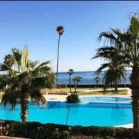 Marina Beach Plage & Piscine privé. Private Beach & Pool, hotel in Marina Smir