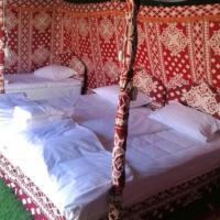 Crescent Desert Camp, hotel in Shāhiq