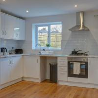 Low Cost, 4 Bed, Pet Friendly Apartment & Parking 04
