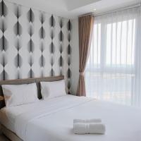 Homey and Comfy Studio Casa De Parco Apartment By Travelio, hotel in Samporo