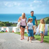 Widemouth Bay Caravan Park, отель в городе Бьюд