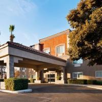Best Western Plus Villa Del Lago Inn, hotel in Patterson