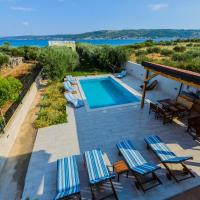 Beachfront Villa Mihovil - direct beach access and pool, hotel poblíž Letiště Split - SPU, Kastel Stafilic