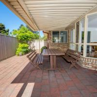 Whitesands Road, Unit 2/12, hotel in Fingal Bay