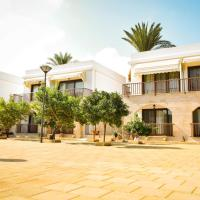 Golden Palms Guest House & Cafe, hotel in Famagusta