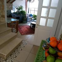 Top private bedroom bathroom and Roof, hotel in Ramat Gan