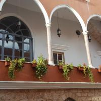 Azur Suites Hotel & Apartments, hotel in El Mîna