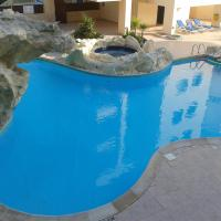 2-bedroom apartment with swimming pool in Larnaca, hotel in Oroklini