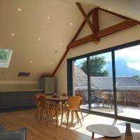Gîte clair, spacieux et cosy avec vue sur le massif de la Chartreuse, hotel in Sainte-Hélène-du-Lac