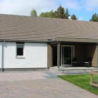 2 Dellmhor Cottages, hotel in Aviemore