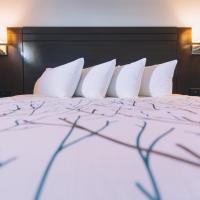 Service Plus Inns and Suites, отель в городе Гранд-Прери