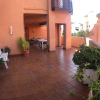 Apartamento en urbanización de lujo con gran terraza, hotel in Motril