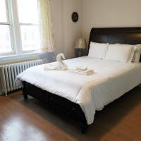 Centre of North York Cozy Home Close to Downtown, hotel em Toronto