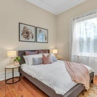 Character Home - Easy Tram to City, hotel in Thebarton