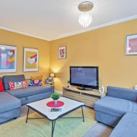 Central Big House Large Group Accommodation - Sleeps 18 - 4 bedrooms fast wifi