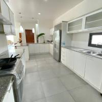 Charming 4 Bed/4 Bath Modern Villa