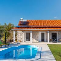 Amazing home in Puljane w/ Outdoor swimming pool and 2 Bedrooms