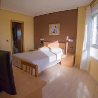 Hostal Meseguer, hotel near Alicante Airport - ALC, El Alted