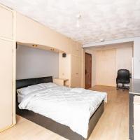 Spacious Private Room near Gunwharf Quays