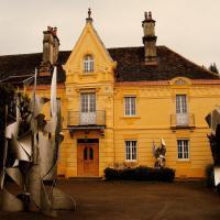 Villa des Capucins, hotel in Luxeuil-les-Bains