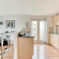 Modern, Bright Apartment in Appin Place