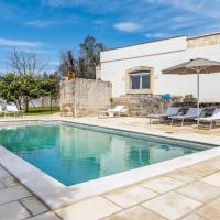 Detached villa with garden, private swimming pool, 9 km from the coast