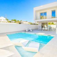San Juan de Capistrano Villa Sleeps 6 with Pool Air Con and WiFi, hotel en Maro