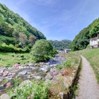 Lynmouth Villa Sleeps 8 with WiFi, hotel in Lynmouth