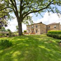Emley Chateau Sleeps 17 with WiFi, hotel in Emley