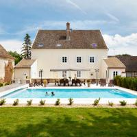 Sermesse Chateau Sleeps 12 Pool WiFi, hotel in Sermesse