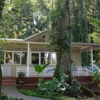Jaguar Inn Bungalows & Hostel, hotel in Puerto Viejo