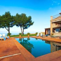 Llucalcari Villa Sleeps 8 with Pool Air Con and WiFi